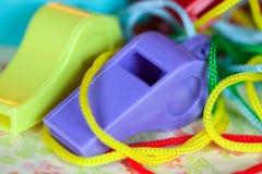 Closeup av roliga färgrika plast- visslingar arkivfoto