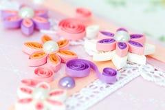 Closeup av rosa färger som quilling pappers- blommor Royaltyfri Bild