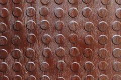 Closeup av rostig metall med knoppar Arkivfoton