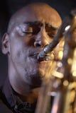 Closeup av saxofonspelaren Royaltyfria Bilder