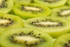 Closeup av skivade Kiwi Fruit On The Plate royaltyfri fotografi