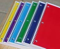Closeup av spiralanteckningsböcker på ett skrivbord Royaltyfri Foto
