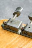 Closeup av stämmare för elektrisk gitarr för tappning Royaltyfria Foton