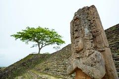 Closeup av statyn för linjal för Jaguar fågelnavelsvin den Mayan i Tonina Royaltyfria Bilder