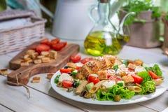 Closeup av sund sallad med grönsaker Arkivfoton