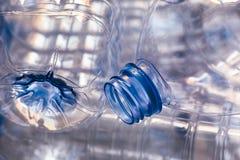 Closeup av tomma plast- flaskor royaltyfria bilder