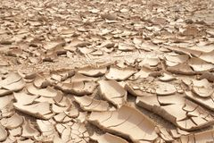 Closeup av torr sprucken jordbakgrund, leraöken Royaltyfria Foton