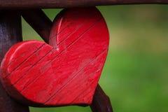 Closeup av trähjärta i utomhus- arkivfoton