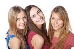 Closeup av tre flickavänner royaltyfri foto