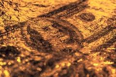 Closeup Benjamin Franklin på den abstrakta bakgrunden för 100 dollar grungekonst Mörkt dystert, skrynkligt royaltyfria foton