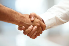 Closeup of a business handshake Royalty Free Stock Images