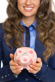Closeup on business woman showing piggy bank Royalty Free Stock Photography
