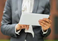 Closeup on business woman using tablet pc Royalty Free Stock Photography
