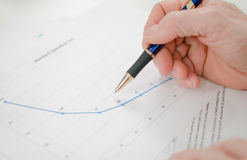 Closeup of businessman looking at a graph Royalty Free Stock Photos