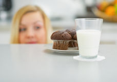 Closeup on chocolate muffin Royalty Free Stock Photos