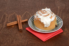 Closeup of cinnamon bun Royalty Free Stock Photos