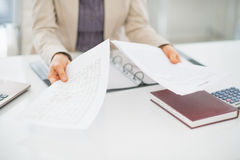 Closeup on clueless business woman with documents Royalty Free Stock Images