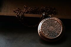 Free Closeup Copper Locket With Chain Royalty Free Stock Photo - 214516865