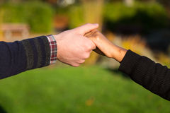 Closeup of couple holding hands Royalty Free Stock Photos