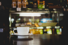 Closeup of a cup of coffee at coffee shop Royalty Free Stock Photography