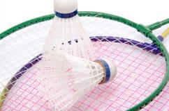 Closeup för badmintonracket och fjäderboll Arkivbilder