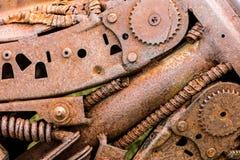 Closeup för kugghjulhjul och tandhjul rostiga delar av gamla maskiner Royaltyfri Foto