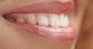 Closeup för mun för ` s för svart för blandat lopp woan arkivbilder