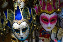 Closeup för två Venetian maskeringar Royaltyfria Foton