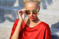 Closeup fashion beautiful woman portrait wearing sunglasses Royalty Free Stock Photos