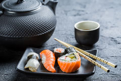 Closeup of fresh sushi served in a black ceramic Royalty Free Stock Photos