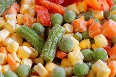 Closeup fryste blandade grönsaker Arkivfoto