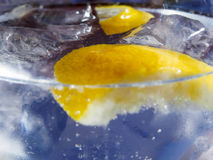 Closeup of Glass containing bubbling clear liquid and lemon Royalty Free Stock Photos
