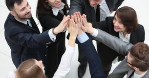 closeup gruppo allegro di affari con le mani piegate insieme Fotografie Stock
