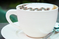 Closeup macro white cup foam coffee Royalty Free Stock Photography