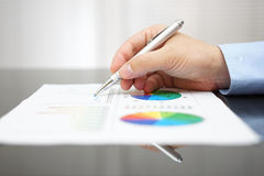 Closeup of malel hand analyzing business report  Royalty Free Stock Photos