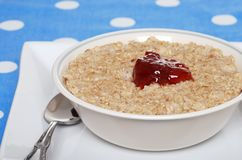 Closeup oatmeal with strawberry jam Royalty Free Stock Photos