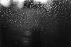 Free Closeup Of Condensation Patterns On Glass Window, Water Droplets With Light Reflection And Refraction, Black And White Royalty Free Stock Photos - 142884088