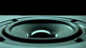 Closeup på den rörande under-bashögtalaren Högtalaredelmusik Bakgrund stock video