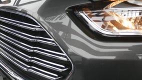 Closeup på en billykta av ett mörker - grå bil arkivfilmer
