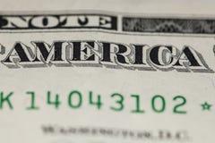 Closeup på inskriften av Amerika, på en en dollar räkning Royaltyfri Fotografi