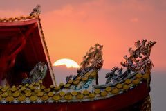 Closeup på kinesiska detaljer för tempeltakkontur med härligt Arkivbild