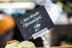 Chalk sign selling organic kohlrabi under the name chou-rave biologique stock image