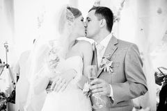 Closeup portrait of bride and groom kissing at alcove Royalty Free Stock Photos