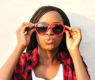 Closeup portrait pretty young african woman in red sunglasses Royalty Free Stock Photos