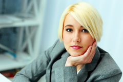 Closeup portrait of a young beautiful businesswoman Royalty Free Stock Photography