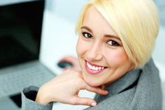 CLoseup portrait of a young smiling businesswoman Royalty Free Stock Image