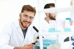 Closeup. a scientist in a modern laboratory. Photo copy space Royalty Free Stock Photos