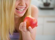 Closeup on smiling teenager girl eating apple Stock Photography