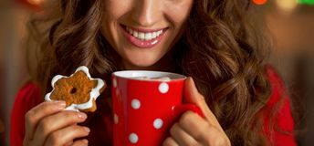 Closeup on smiling young woman with cup of hot chocolate and ch royalty free stock images