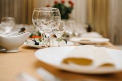 Closeup som skjutas av tomma vinexponeringsglas Royaltyfri Fotografi